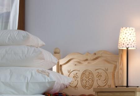 Wnętrze w stylu góralskim - meble drewniane