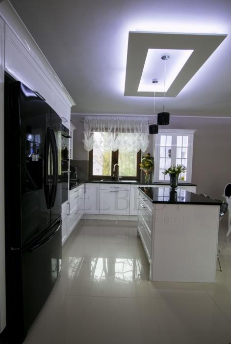 Klasyczna Biała Kuchnia Z Wyspą Od Melbest Szczecin