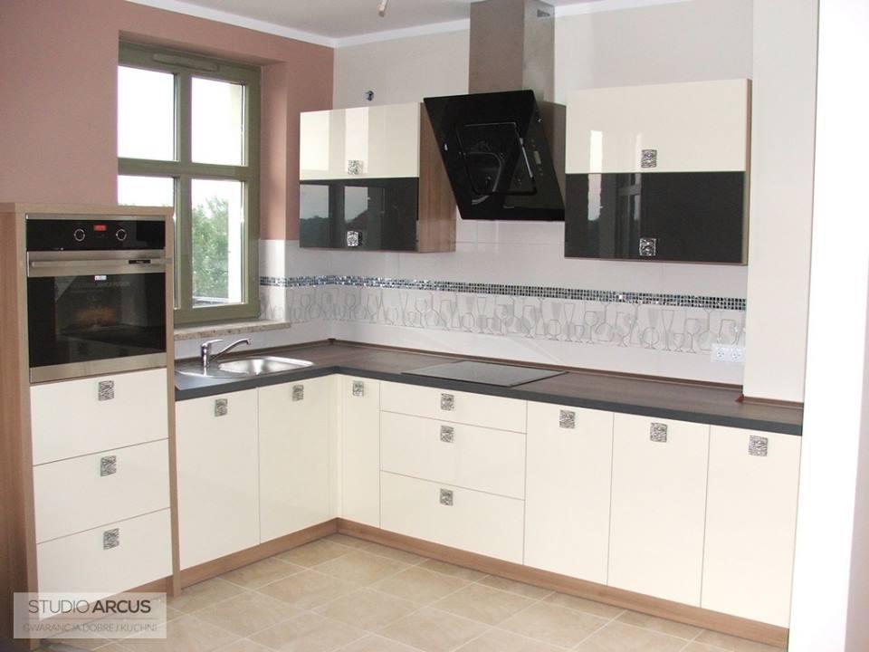 ma�a akrylowa kuchnia w kolorze magnolii meble kuchenne