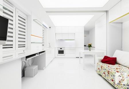 Meble w połyskującej bieli do mieszkania od 3TOP Meble