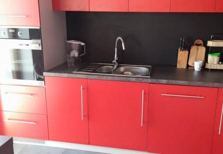 Piękna czarno-czerwona kuchnia od Palissandro Kraków