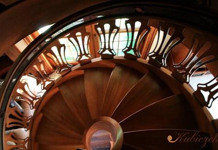 Drewniane schody ażurowe KS-6 wykonane przez Pracownię Stolarską Dekor