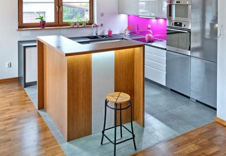 Wyspy kuchenne cieszą się dużym zainteresowaniem, ponieważ dodają wnętrzom stylu. 3TOP prezentuje kilka pomysłów na tego rodzaju zabudowę kuchni.